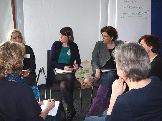 Diskussion über die Verankerung nachhaltiger Inhalte im Modestudium. Foto: © FEMNET